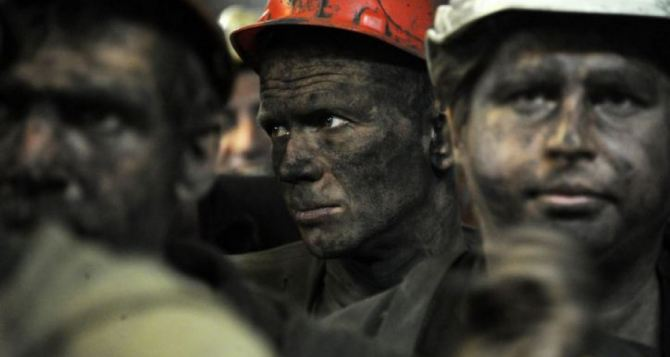 Бастующие шахтёры Луганщины завтра на карточки получат долги по зарплате