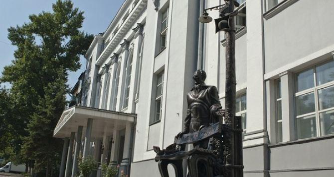 Персональная выставка картин открылась в луганской академии