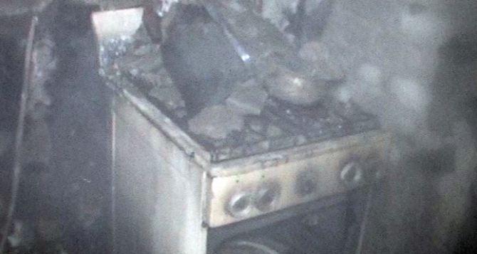 Семь человек, в том числе двухмесячный ребенок, попали в реанимацию после пожара в Молодогвардейске.