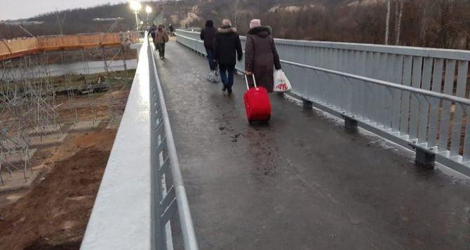 Карета скорой помощи сможет проехать по мосту в Станице Луганской, уверяют в МВД Украины