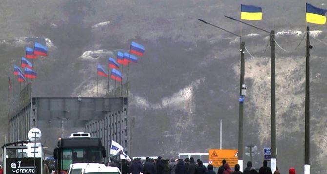 Как в Луганске отреагировали на заявление президента Зеленского убрать флаги ЛНР