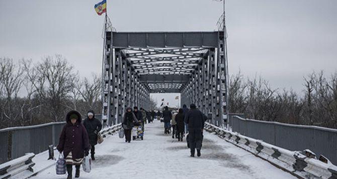 Пункт перехода у Станицы Луганской со стороны Луганска с 1декабря будет работать с 9.00 до 18.00 по мск.