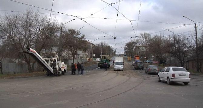 Дорожники отремонтировали улицу Сосюры в Луганске