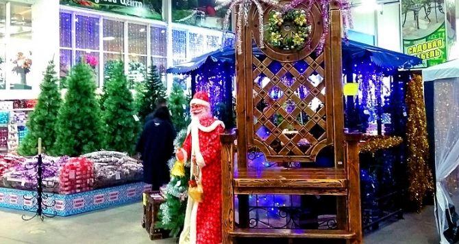 Новогодняя ярмарка в «Стройцентре» открыта для луганчан