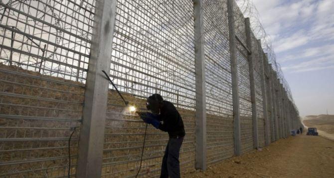 У Зеленского говорят, что строительство стены в Донбассе— метафора
