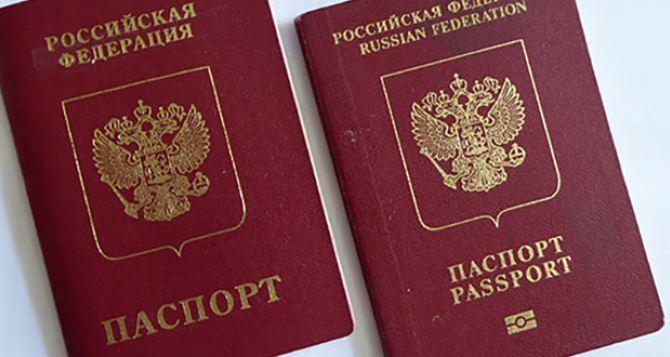 Луганчанам в возрасте до 20 лет или от 40 до 45 лет вместе с паспортомРФ желательно оформить российский загранпаспорт