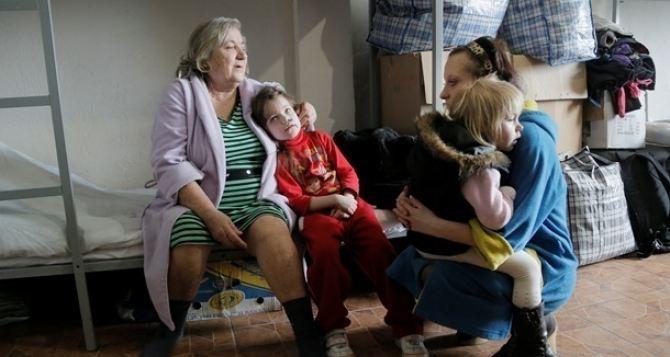 В Красном Кресте считают что временно перемещенных лиц из Донбасса до 2,7 млн человек