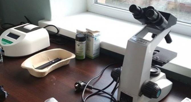 «Врачи мира» передали новое оборудование в лаборатории амбулаториев Станично-Луганского района