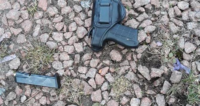 Луганчанин открыл огонь из пистолета по автоколонне военных под Киевом. ФОТО