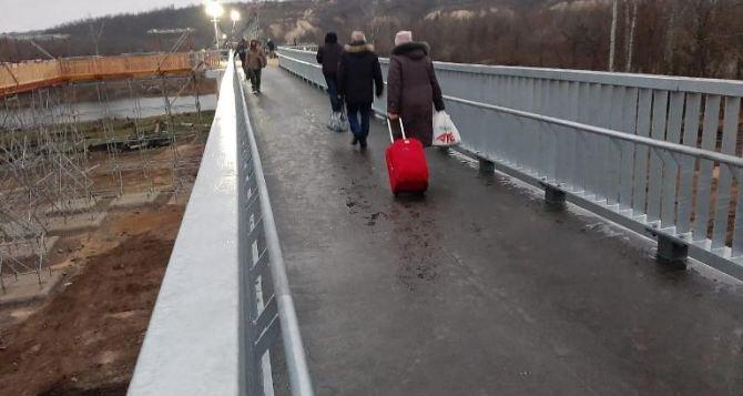 На строительстве моста в Станице Луганской разворовали 10 миллионов