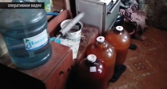 В Луганске конфисковали 121 самогонный аппарат, 800 литров самогона и 3 тыс литров браги