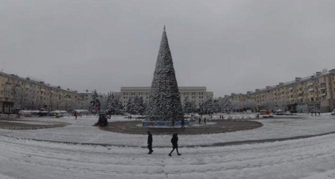 Луганск на Рождество засыпало снегом