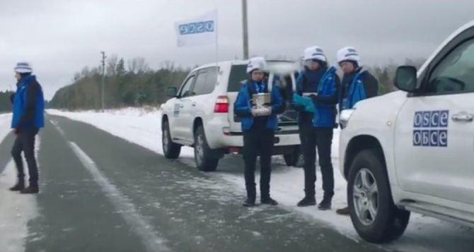 Представители ЛДНР не пускают ОБСЕ в район, где нельзя находиться тяжелому вооружению. ВСУ минируют дорогу