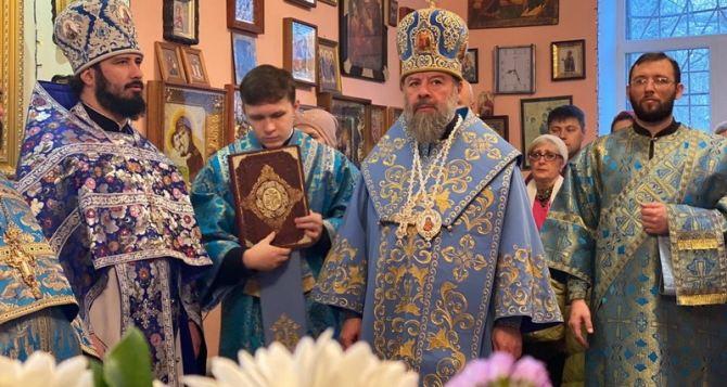 В Луганске правящий архиерей вместе с болящими молился о мире и единстве. ФОТО