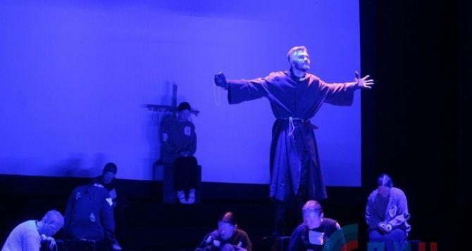 В Луганске поставили пьесу Нобелевского лауреата, мрачную и символическую. ФОТО
