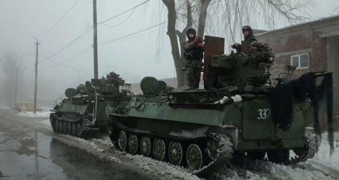 В Станице Луганской замечена бронетехника