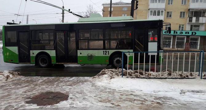 Нужно восстановить все маршруты троллейбуса которые были в Луганске до 2014 года,— мэр Луганска