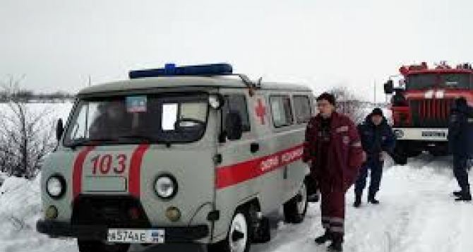 За сутки спасатели дважды вытаскивали из снега машины скорой помощи