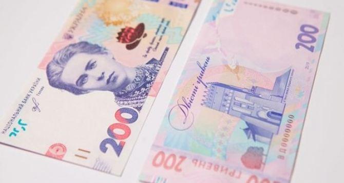 Сегодня в Украине в оборот запустят новые деньги
