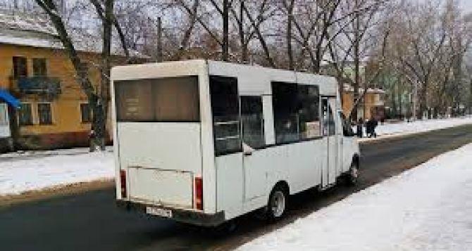 В Луганске маршрутка сбила женщину, водитель скрылся с места ДТП