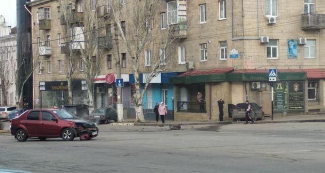 Появилось ВИДЕО об аварии у «Луганск-Сити-Центра» прошлым утром