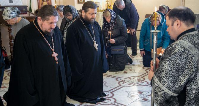 Великий покаянный канон читали в  луганском храме Андрея Первозванного. ФОТО