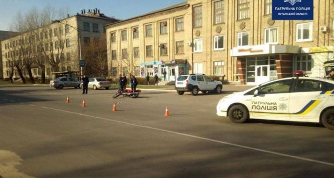 Мотоциклист в Рубежном превысил скорость и наехал на 65-летнюю пенсионерку