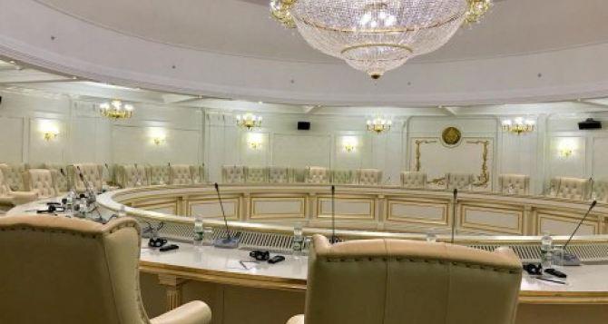Переговоры в Минске начнутся 24марта в формате видеоконференции. Трехсторонняя группа «увидится» 26апреля