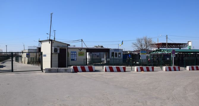 29 человек шедших через КПВВ в связи с чрезвычайной потребностью не пустили в ЛДНР. 400 человек прошли