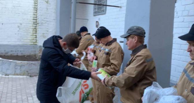 В Старобельское СИЗО передали 500 масок для заключенных