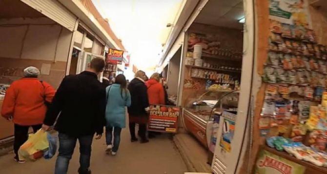Продуктовые рынки Луганска работают без ограничений. Видео