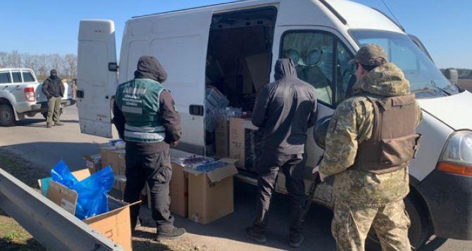 Пограничники задержали микроавтобус с контрабандой сигарет. ФОТО