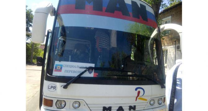 В Луганске с 10апреля запретят пассажирские перевозки автотранспортом вРФ и обратно. Спецрейсы за паспортамиРФ не отменяются