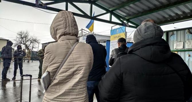 Вернутся домой в Луганск не могут около 50 человек «застрявшие» на КПВВ «Станица Луганская».