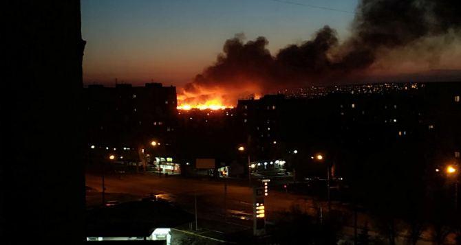 В центральной части Луганска сильный пожар. ФОТО. ВИДЕО