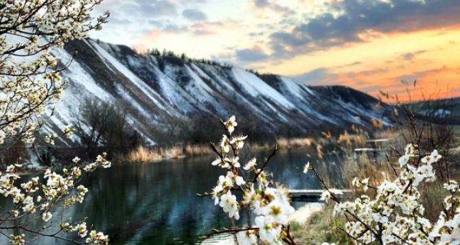 Живописный закат на реке Айдар в Луганской области появился в сети. ФОТО