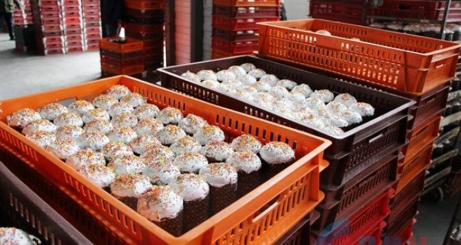 В Луганске к Пасхе раздают 15 тыс бесплатных куличей