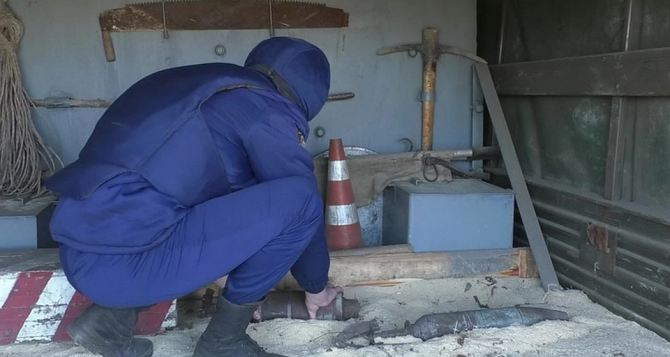 У поселка Металлист нашли два крупнокалиберных артиллерийских снаряда