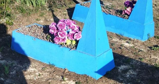 «Банда» малолетних вандалов разгромила более 30 могил на кладбище