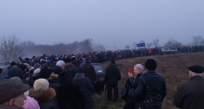 В Киеве хотят ввести электронную очередь для пересекающих КПВВ в Донбассе