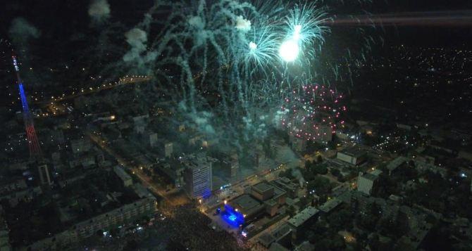 В Луганске 9мая в 21.00 прогремит праздничный артиллерийский салют и фейерверк в честь 75-летия Великой Победы
