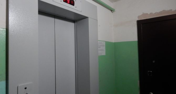 В Рубежном выключили лифты и свет в подъездах жилых домов