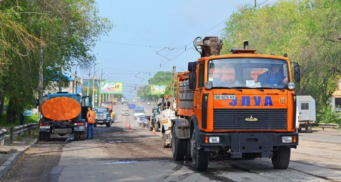 За неделю в Луганске отремонтировали дороги еще на двух улицах