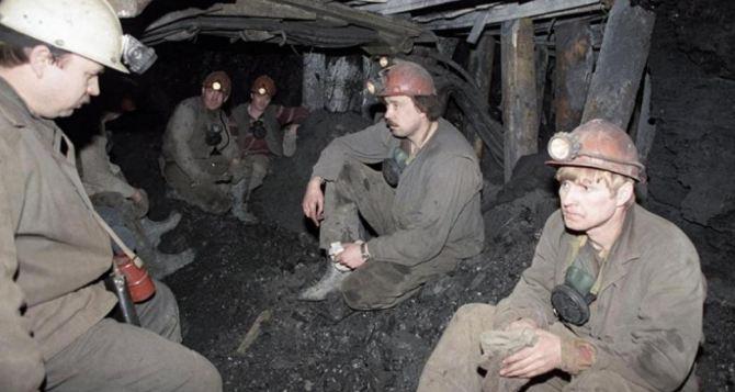 Горняки ликвидируемых шахт вынужденно уходят на досрочную пенсию