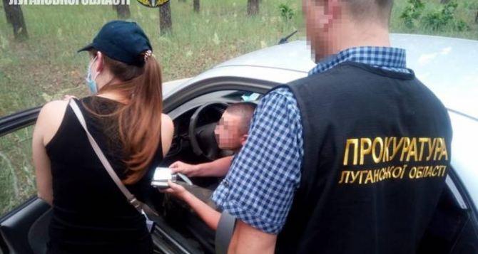 На взятке попался чиновник в Луганской области