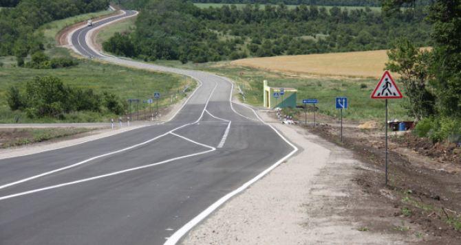 Заканчивается ремонт автодороги Северодонецк— Станица Луганская: фото