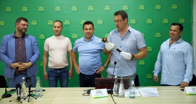 Булава из фильма «Слуга народа» станет символом объединения Украины