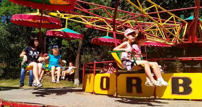 В луганском Парке им. 1мая прошел традиционный Праздник детства. ФОТО