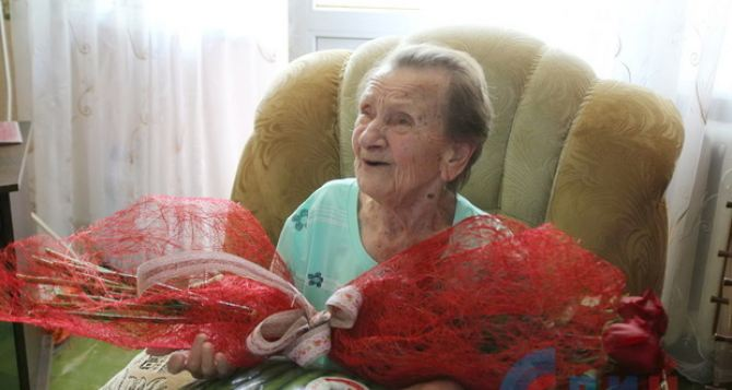 В Луганске поздравили со 100-летием заслуженную артистку УССР (ФОТО)