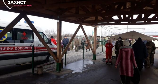 На выходе из КПВВ «Станица Луганская» умер пожилой мужчина